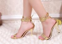 gelin nedime sandaletler toptan satış-Seksi Gümüş Yüksek Topuk Yaz Ayakkabı Moda Bayan Sandalet Rhinestone Parti Balo Ayakkabı / Düğün için Gelin Gelinlik Ayakkabı ayakkabı
