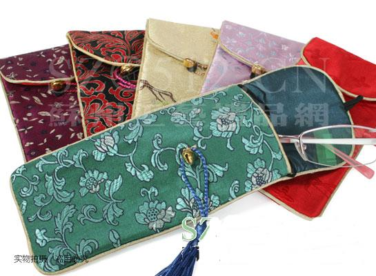 Cheap Flip top Eyeglass Pouches Spectacle Cases Soft Glasses Pouch China Silk Fabric Tassel Glasses Bags mix color