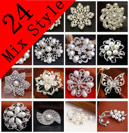 Wholesale White Flower Pins Brooches - Wedding Brooches Mix 24 Style Silver Pearl Crystal Rhinestone Flower Bouquet Butterfly Vintage Brooch Pins Best Gift NL018
