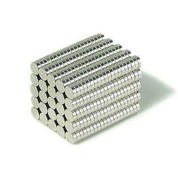 Seltene starke magneten neodym online-100 stücke 3X1mm Neodym Disc Super Starke Seltene Erde N35 Kleine Kühlschrankmagnete