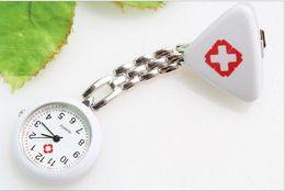 Wholesale10 pçs / lote relógio de bolso do cirurgião da enfermeira da forma Mais cor médica relógios frete grátis de Fornecedores de cosplay rainha