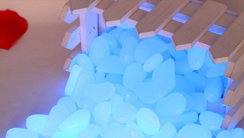 1 kg livraison gratuite galet lumineux bleu dans l'obscurité, lueur bleue galets pierres, pierres de galet PS lumineux pour jardin et aquarium