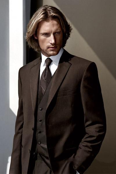 Nach Maß zwei Knöpfe schokoladenbrauner Bräutigam-Smoking-Kerbe Revers-bester Mann-Klagen Groomsmen-Mann-Hochzeits-Anzüge Jacke + Pants + Vest + Tie NR .: 694