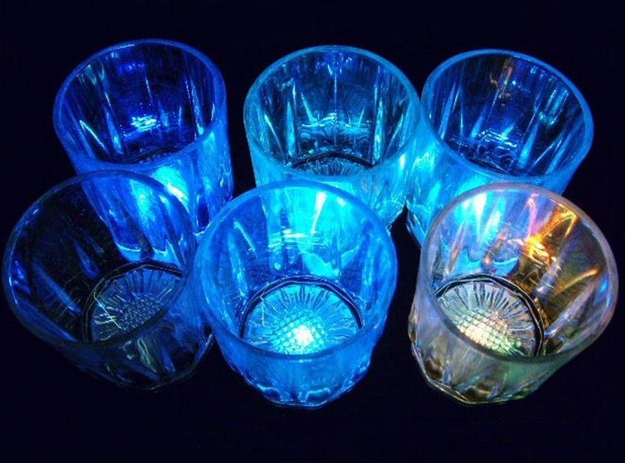 السفينة حرة 48 قطع 24 قطع لكل صندوق 5.5 سنتيمتر * 5 سنتيمتر البسيطة طلقة نظارات كأس led 7-color تغيير الصمام تضيء شرب وير فقاعة الصخور كوب أدى الكؤوس