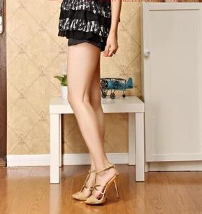 Novo estilo feminino sandálias moda cadeia de contas de diamante cingulado de salto Alto brilham de ouro de Casamento de Salto Alto tamanho Grande US4_US11 NX191