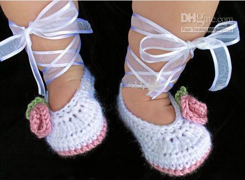 Freies Verschiffen Handarbeit Häkeln Ballettschuhe Baby Booties in Weiß Dusty Rose Rosa Infant Kinder erste wanderer schuhe baumwolle garn 6 paar 12 STÜCKE
