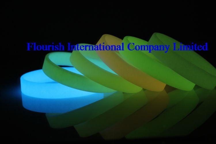 Venta al por mayor 500 unids / lote Mix es brillan en la pulsera de Silicona de silicona Pulsera de Silicona En Blanco SP002