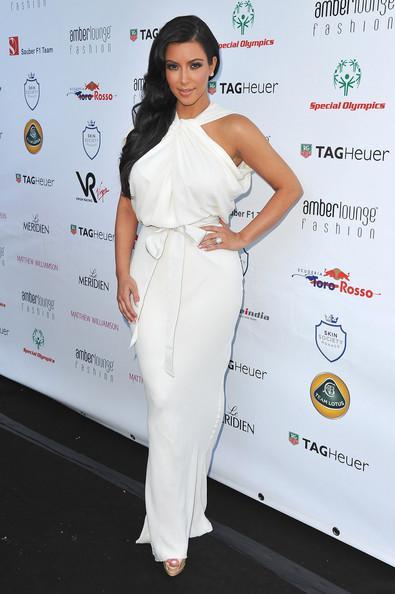 Robes de célébrités Kim Kardashian Hot Halter col haut sans manches en mousseline de soie blanche parole longueur robes de soirée sexy robes de tapis rouge NC0012