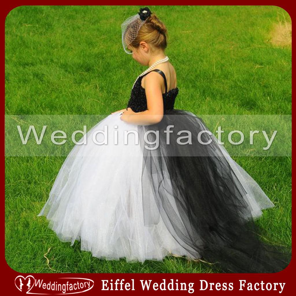 Princess Black and White Flower Girl Dresses Lovely Girls Tulle Wedding Party Gown with Train Exquisite Flowers