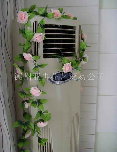 Neu kommen Hochzeitsdekorationenblumenreben künstliche rosafarbene Seidenblume der Simulationsrosen an