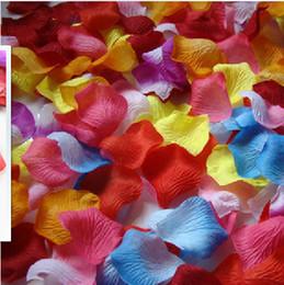 Canada Vente en gros - 1500pcs arc en ciel pétales de fleurs colorées en vrac soie pétales de rose accessoires de mariage 15 sacs 100pcs / sac cheap silk organza flowers wholesale Offre