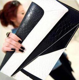 Envelope White Canada - Fashion handbags 2017 new wave of Korean hit color snake envelope clutch bag Shoulder Messenger bag retro small   free shipping