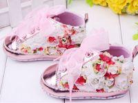 sapatas infantis do rosa quente venda por atacado-Hot-selling 6 pares rosa flores design marca bebê primeiro caminhantes menino / menina sapatos criança / infantil / recém-nascido sapatos, calçados de bebê antiderrapante