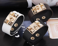 charme rock armbänder großhandel-Neue Mode Einzigartige Designer Schmuck, Charme Kristall Armbänder, Punk Rock Stil Lederarmband Armband Armband Armreif