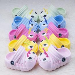 Zapatos nuevos de oruga online-2014 nuevos niños zapatos niños sandalias de verano sandalias de bebé dibujos animados oruga niños zapatos de jardín cool slipp