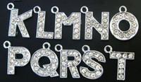 буквенный алфавит горный хрусталь браслет оптовых-Оптовая 130ШТ / лот 12 мм A-Z стразы повесить кулон письмо diy алфавит аксессуары подходят для браслет ожерелье ювелирные изделия