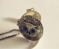 medallones búho vintage al por mayor-Blue Eye Owl colgante collares redondos marco de fotos medallones de la vendimia suéter largo cadena de bronce Carve Reminiscence Charm medallones joyería