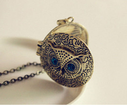 $enCountryForm.capitalKeyWord Canada - Blue Eye Owl Pendant Necklaces Round Photo Frame Box Lockets Vintage Long Sweater Chain Bronze Carve Reminiscence Charm Lockets Jewelry