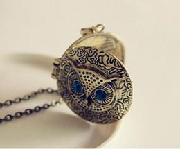 Blue Eye Owl Anhänger Halsketten Runde Bilderrahmen Box Medaillons Vintage Lange Pullover Kette Bronze Carve Reminiscence Charm Medaillons Schmuck von Fabrikanten