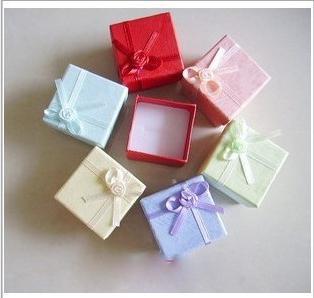 Contenitore di regalo d'imballaggio 4 * 4 che imballa la scatola di regalo degli orecchini della collana degli orecchini di colori dell'insieme di colori 48pcs / lot all'ingrosso Trasporto libero
