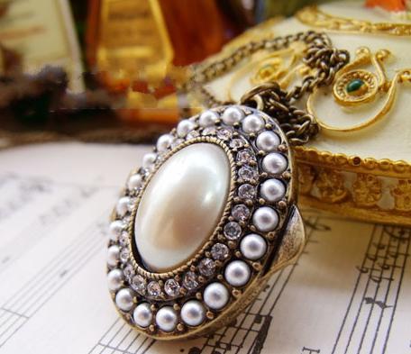 European Style Long Oval Pendant Necklace Vintage Pearl Gemstone Treasures Box Lockets Women Sweater Chain Openable Cute Float Charm Locket