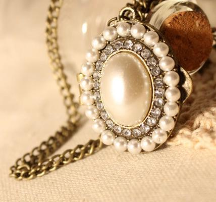 European Style Long Oval Pendant Necklace Vintage Pearl Gemstone Treasures Box Lockets Women Sweater Chain Openable Cute Float Charm Locket