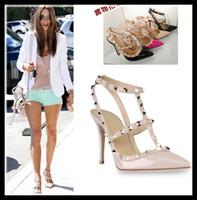 zapatos de vestir chica sexy al por mayor-Zapatos de tacón alto de las mujeres vestido de fiesta remaches de moda chicas sexy punta estrecha zapatos hebilla plataforma bombas zapatos de boda negro blanco color rosa