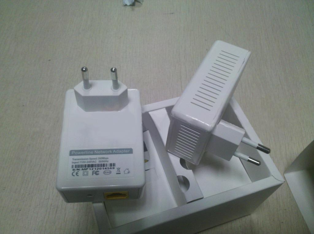 200 Mbps / 500 Mbps de montaje en pared Adaptador de red Ethernet Adaptador eléctrico Adaptadores de red de comunicación señales estables rápidas venta caliente