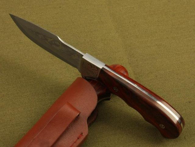 Eccellente qualità di Damasco coltello da caccia in legno di palissandro manico rosso 58HRC Lama escursione di campeggio esterno di sopravvivenza lama lame da collezione