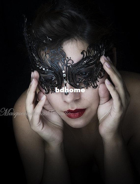 Etang Frete Grátis Black Swan Metal Filigrana Laser Cut Masquerade Venetian Máscara w / strass MMAK018