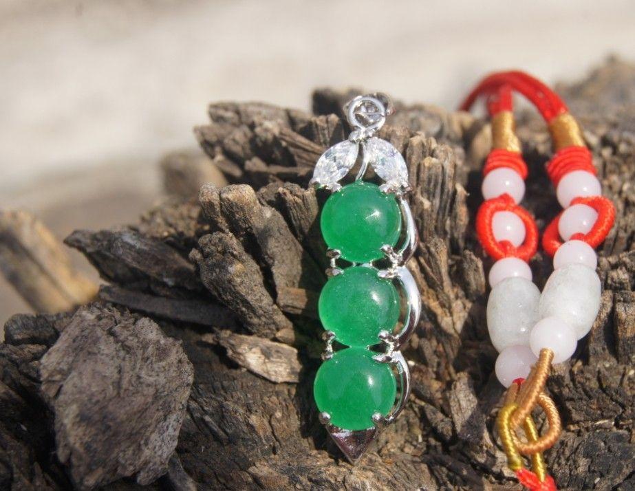 Dört mevsim Alaşımlı yeşim kolye yeşil fasulye barış alaşımlı. Kolye kolye.