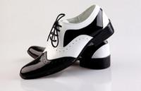 sapatos de trabalho casual de negócios homens venda por atacado-NOVA preto e branco noivo sapatos homens sapatos de couro dos homens casuais sapatos de trabalho de negócios dos homens do casamento do noivo sapatos vestido sapatos TAMANHO: 39-44