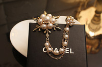 Wholesale Noble Bohemian - New fashion Europe and America pearl flowers metal brooches Noble temperament women coat cute brooches bride dress brooches ZXX42