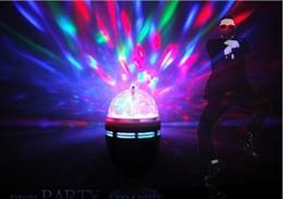2019 ruotare la palla La luce magica di cristallo di 3W E27 LED della luce di effetti della luce accende la luce laser girante di RGB 360 per la discoteca della discoteca del DJ Mini stili ruotare la palla economici