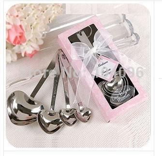 Delicado 150sets = 600pcs / lot Set de cucharas de medir en forma de corazón Favores de boda AMOR Nuevo 4pcs / set para cada caja de regalo