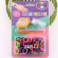 2014 le plus récent! Bricolage Tricot Tricoté Loom Watch Rainbow Kit Rubber Loom Bands Bracelet en silicone (montre + caoutchouc + clip + crochet) 100pcs
