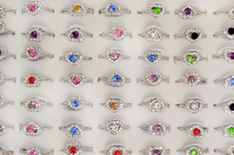 Großhandelslose Mischfarben Rhinestone-nettes Herz-Silber-Ton-Mädchen / die Ringe der Frauen R1 von Fabrikanten