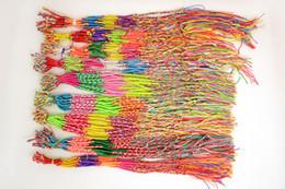 Wholesae Lotes De Jóias 100 pcs Colorido Trança Cordas De Amizade Vertente Pulseira Nova Br117 de Fornecedores de braceletes de corrente de bronze dos homens