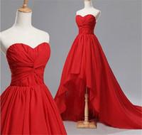 vestidos de dama de honor rojos para la venta al por mayor-Venta caliente rojo cariño fruncido vestidos de dama de honor alto-bajo encantador vestido de fiesta de la gasa por encargo