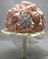 fotoğraflar buket toptan satış-Lüks düğün gelin buketi vecize el yapımı saten kurdele dantel elmas inci buketleri gül çiçekler fotoğraf sahne düğün olaylar malzemeleri yeni