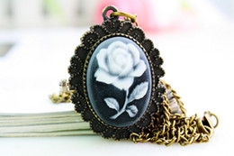 Wholesale Rose Pocket Watch - New 2016 Rose lanyards Vintage Womens Pocket Watch Necklace Reloj De Bolsillo Charming Fashion Bronze Hand Wind Hand Wind Dropship