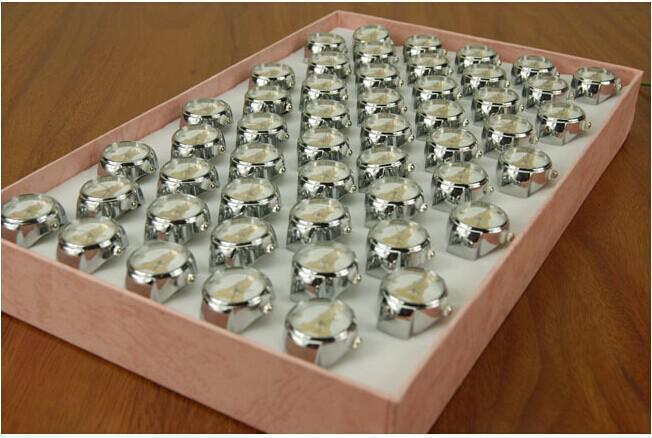 Orologi al quarzo di stirata di lusso in acciaio inossidabile con orologio da dito in acciaio inossidabile di moda vintage di design di moda nuovo