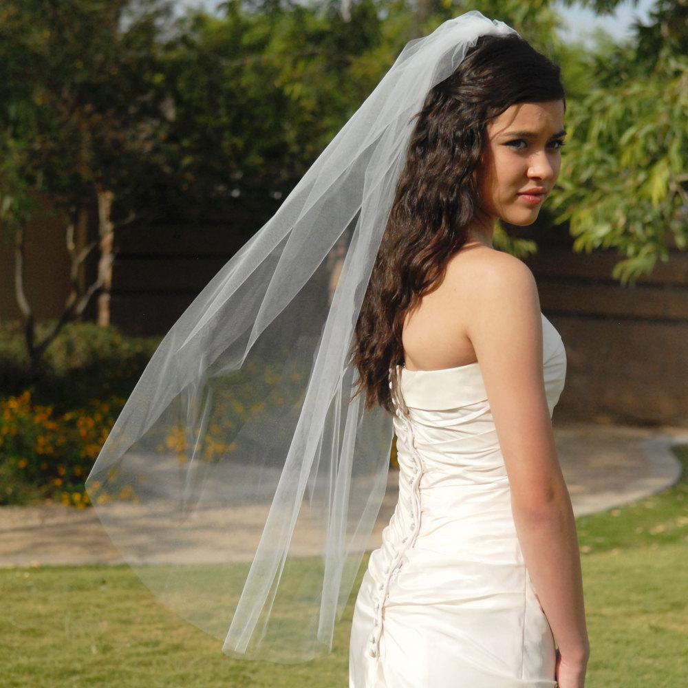 Populär enkel design bröllopsveils kort armbåge längd ett lager klippkant tulle brud tillbehör anpassade