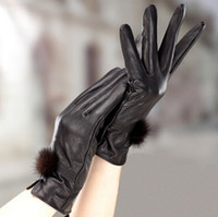 черные перчатки из меха кролика оптовых-Зима и весна дамы новая мода милый кролик мех мяч теплая кожа мотоцикл перчатки для женщин черный бесплатная доставка