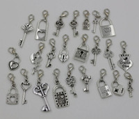 MIC 26pc ou 130pc Mix Antique Silver Heart Crown Lock / Key Dangle Beads Et fermoir de homard Fit Chain Style Charm Bracelet 26 Style (Z228)