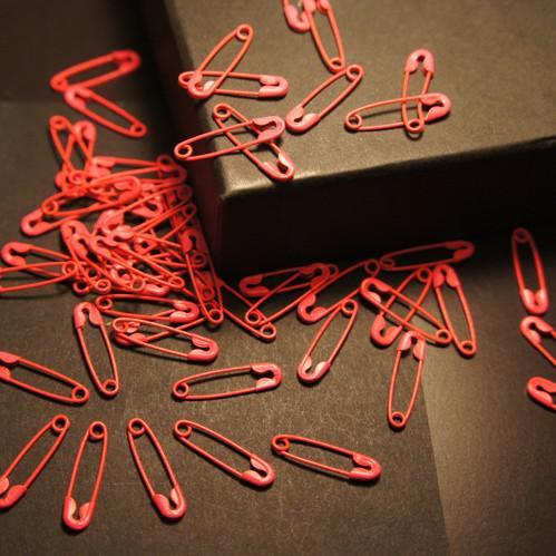 500 pezzi verde, rosso, bianco misto colorato sicurezza pin charms gioielli trovare spilla di sicurezza spedizione gratuita