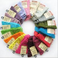 calcetines de lunares niña al por mayor-Calcetines de punto medias medias de algodón de niña de moda calcetines deportivos colores dulces regalos