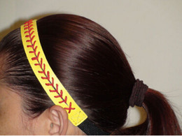 Bandeau Stock Pas Cher-Bandeaux de softball 100pcs Cuir jaune avec coutures de couture rouge Fastpitch Stretch Elastic Sport hair band en stock