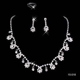 2020 Sliver Rhinestones Crystals Necklace Earrings Bride Jewelry Sets Cheap Wedding Bridal Party Beaded Necklaces 15018