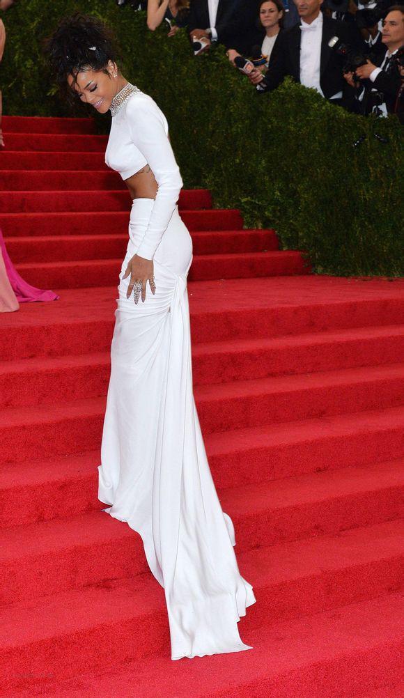 Gran venta ! Dos piezas de manga larga sirena sin espalda vestidos de celebridades con cuentas de cristal Met Gala Rihanna vestidos de noche de cuello alto